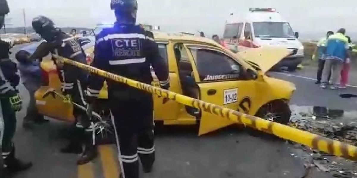 Choque entre dos taxis deja cinco muertos en Punta Blanca, provincia de Santa Elena