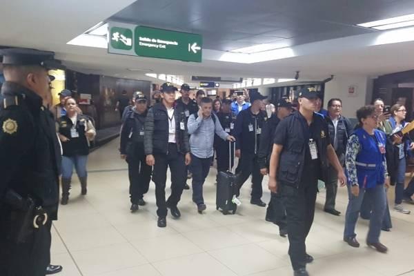 Yilen Osorio, investigador de la CICIG, ingresa a Guatemala