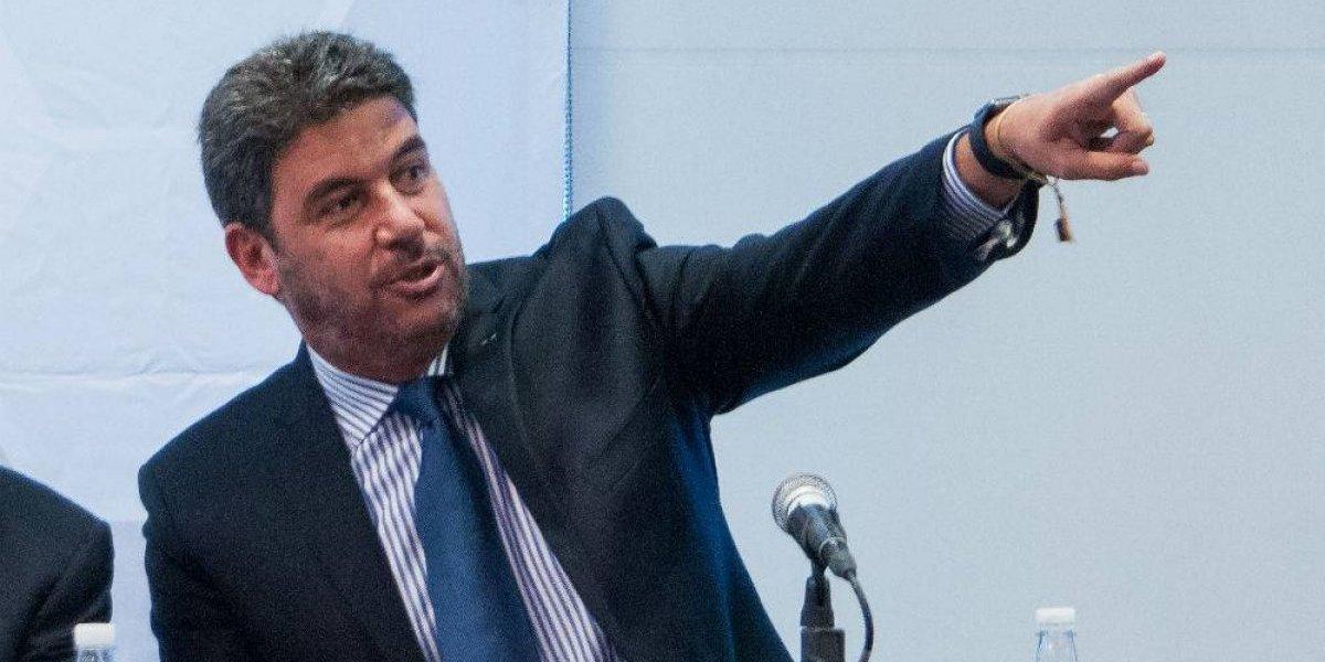Arturo Elías Ayub sale en defensa de trabajadores de Telmex