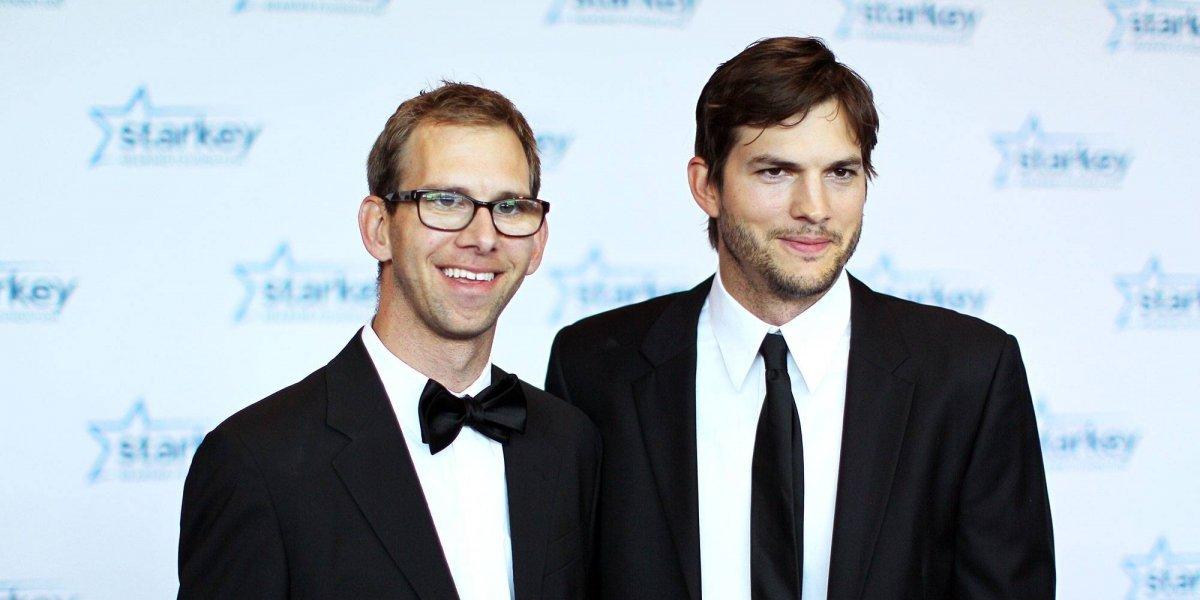 El secreto mejor guardado de Ashton Kutcher que su hermano gemelo reveló