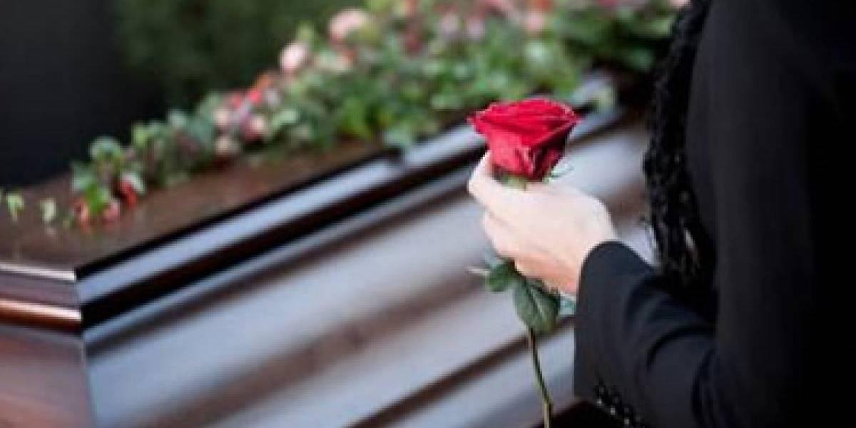 Experiência macabra: mulher acorda dentro de 'bolsa mortuária' em funerária após erro médico