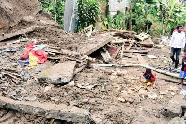 Una mujer y una niña murieron al desplomarse vivienda tras lluvias en Santo Domingo