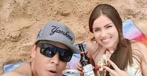 La feliz pareja en su selfie para Facebook
