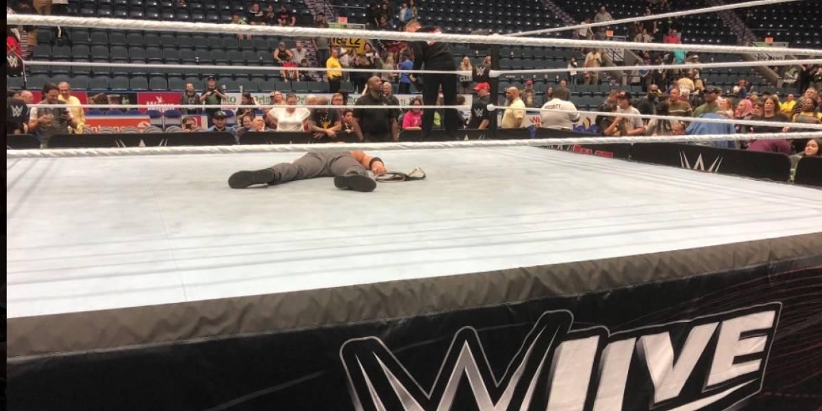 ¿El golpe más letal en la WWE? Seth Rollins aplica su movimiento final y Dean Ambrose queda tendido en el ring hasta que se fue el público