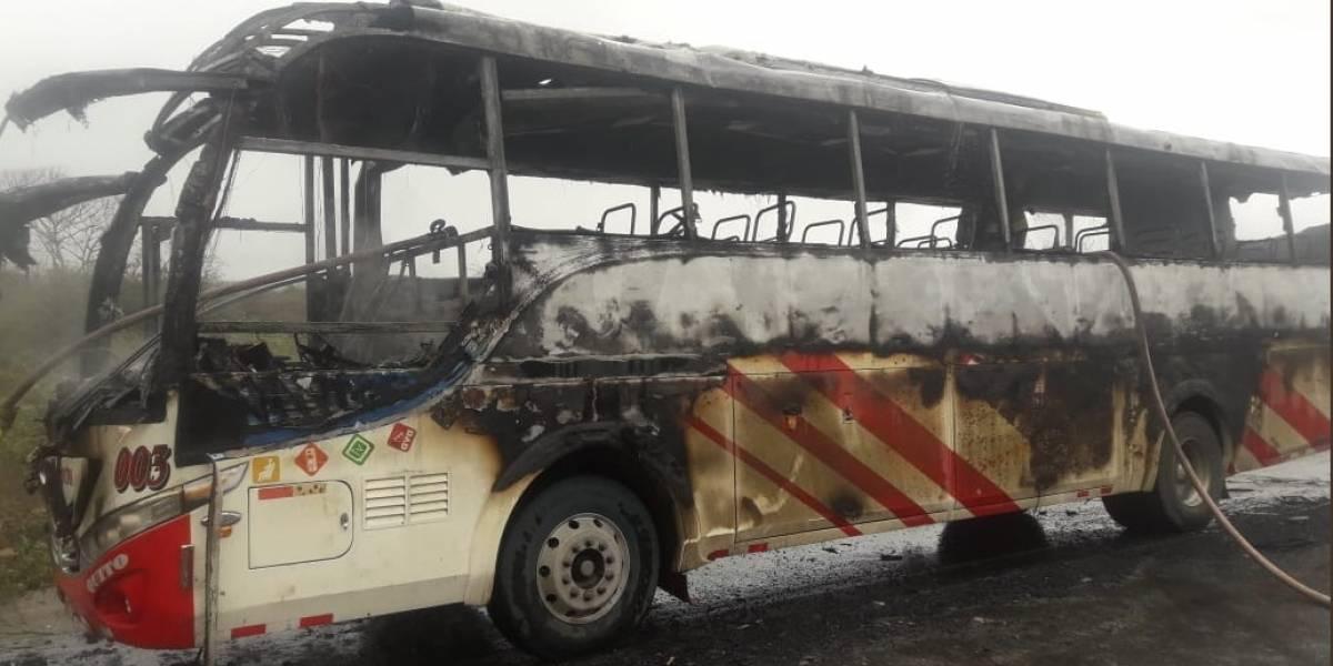 Bus de 'Reina del Camino' se encendió en la vía Colisa – Jaramijó, Manabí