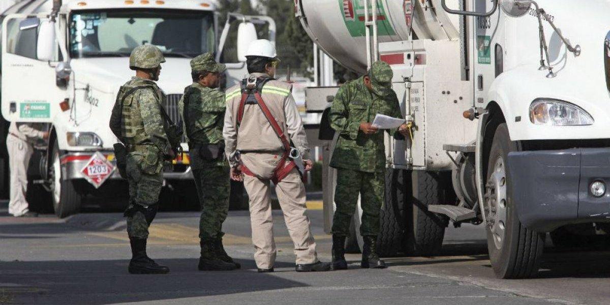 Ejército toma control total de seguridad en refinerías de Pemex