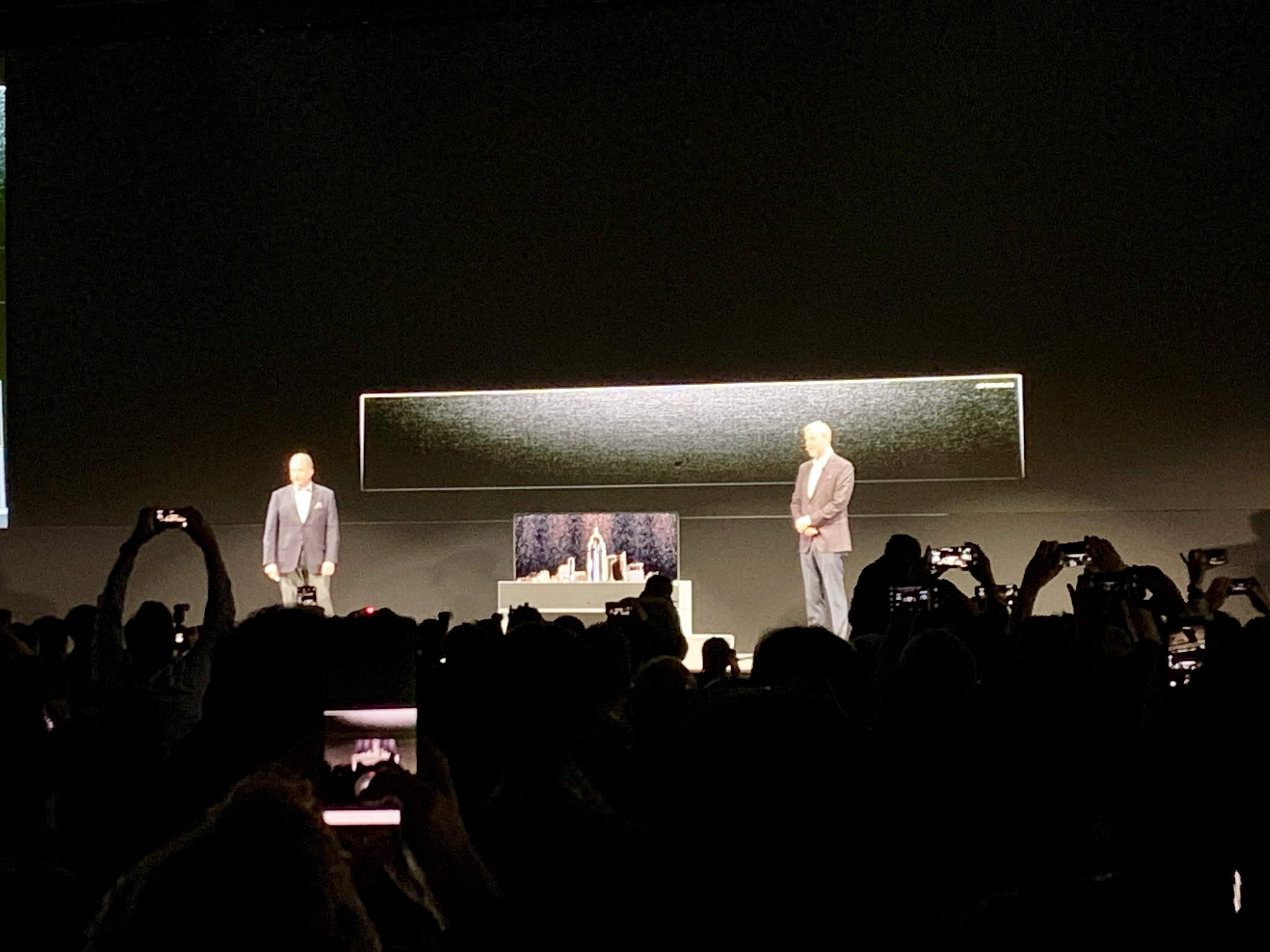LG presentó el primer televisor OLED enrollable en CES la 2019