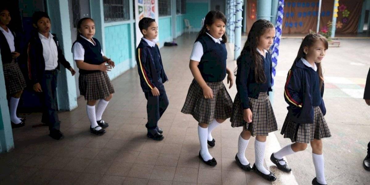 Regreso de estudiantes a clases podría hacerse por grupos, según Mineduc