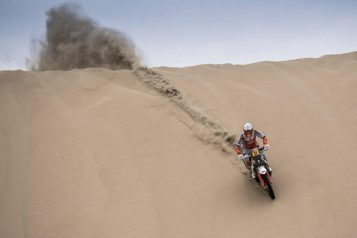 La primera etapa del Rally Dakar dejó escenas impresionantes. AFP, EFE y Twitter