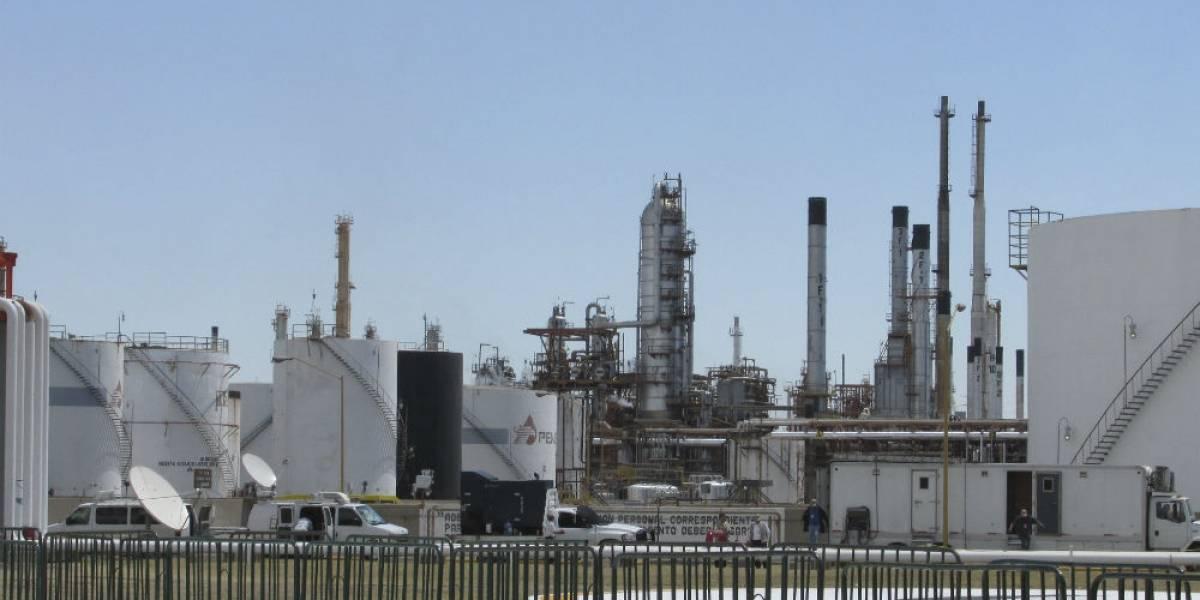 Ejército y Marina resguardan seguridad en refinería de Salamanca