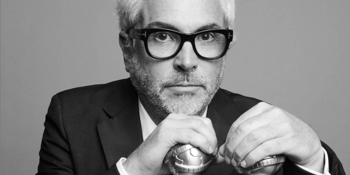 Ella es la joven acompañante de Alfonso Cuarón en los Golden Globes