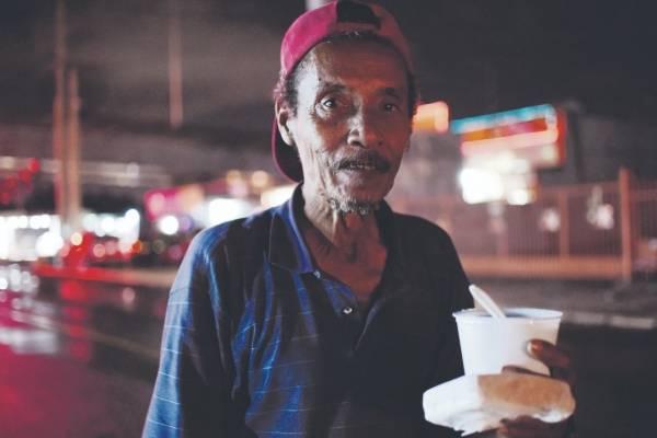 Iniciativa Comunitaria ofrece rondas de cuidado continuo en busca de provocar un impacto en la población de personas sin hogar en Puerto Rico. Dennis A. Jones