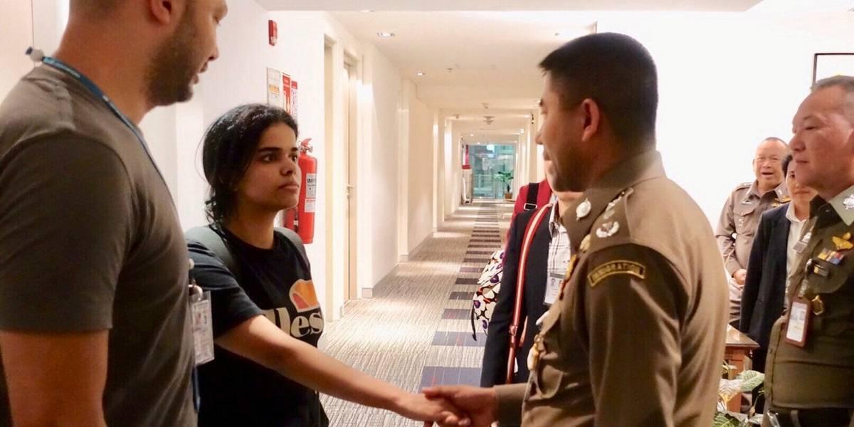 Jovem saudita faz barricada para evitar extradição