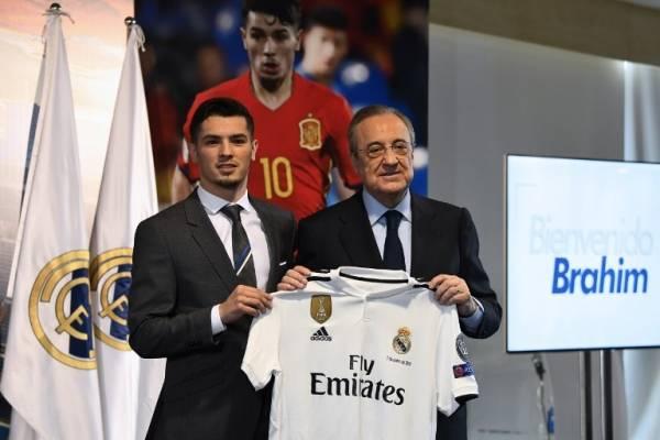 Brahim Díaz presentado con el Real Madrid