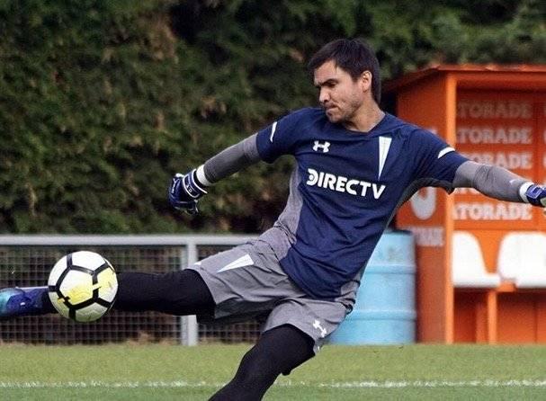 Cristopher Toselli regresó de su préstamo en Everton para pelear por la titularidad con Matías Dituro en la UC / Foto: cruzados.cl
