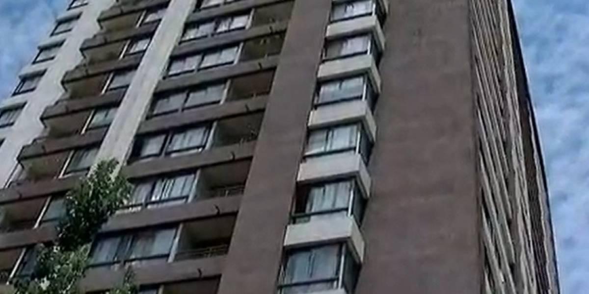 Muere niño tras caer desde el décimo piso de un edificio en Santiago Centro