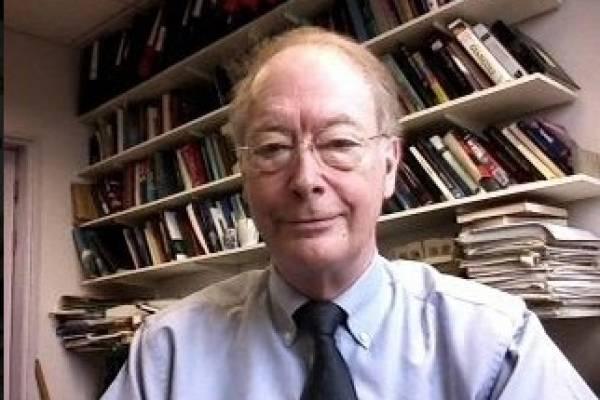 Adrian Michael Cruise, presidente de la Royal Astronomical Society, profesor emérito de la Universidad de Birmingham