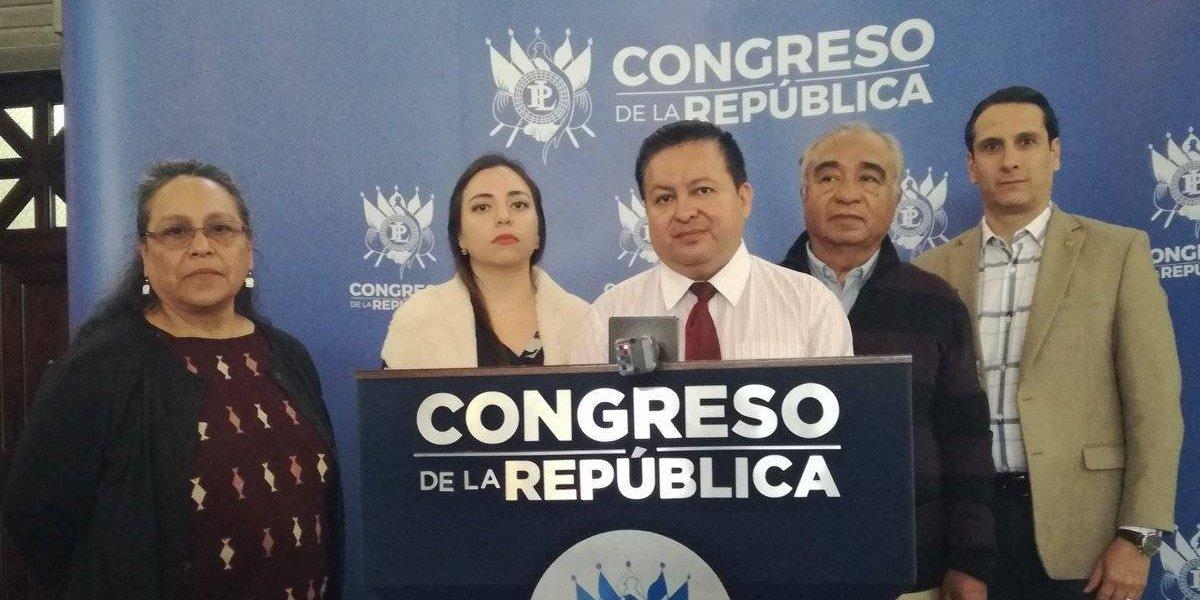 Frente Parlamentario pide a sus compañeros se desliguen de la crisis actual