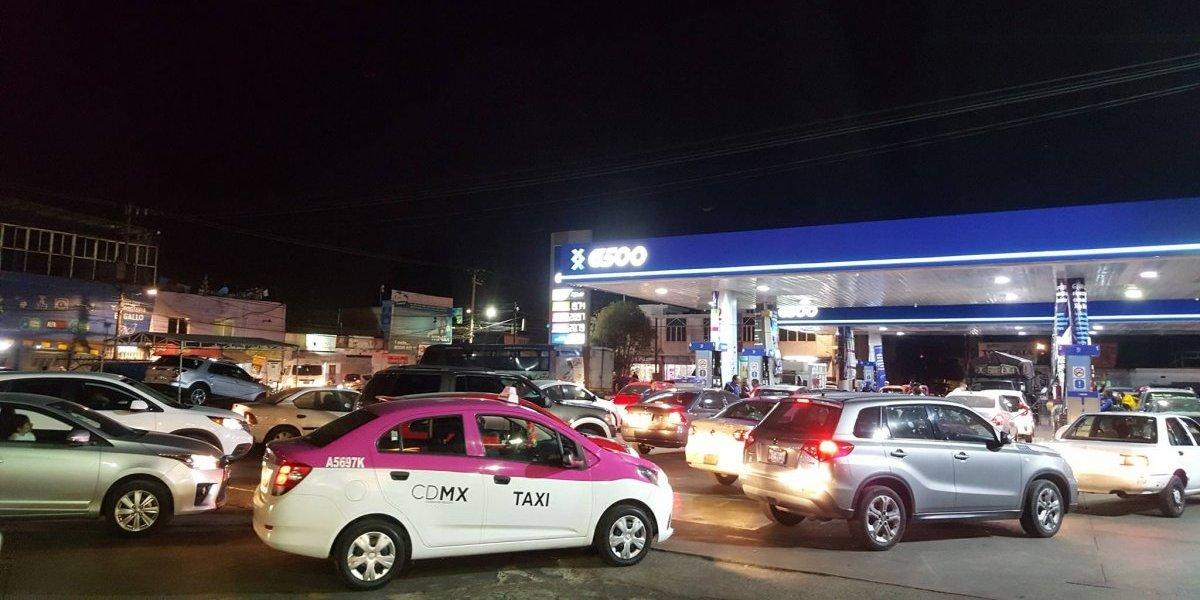 Usuarios reportan desabasto de gasolina, largas filas y compras de pánico en la CDMX