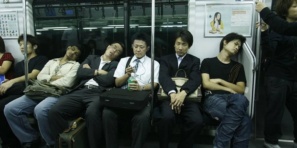 Dormir en el trabajo es posible: la nueva forma de combatir la epidemia del insomnio en Japón