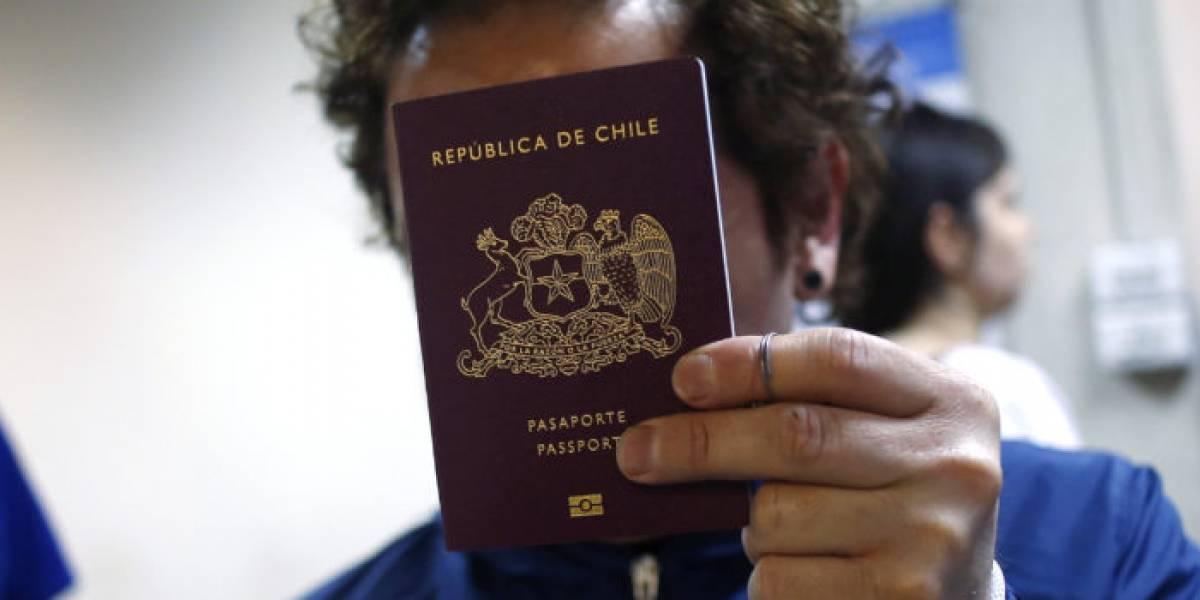 Chilena fue deportada de Canadá por tener pasaporte falso: investigan ligazón con red en el Registro Civil