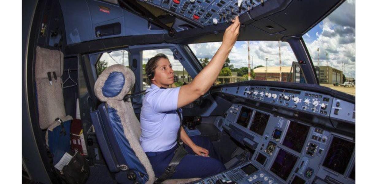 Pilota da aeronave presidencial foi 1ª mulher no Esquadrão Escorpião