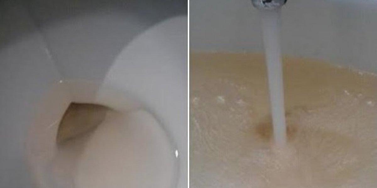 Denuncian que algo raro pasa con el agua de la AAA en Cayey