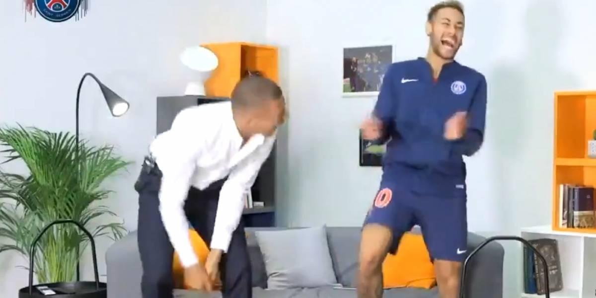 """VIDEO. Neymar le enseña a Mbappé el baile de """"Fortnite"""", pero les gana la risa"""
