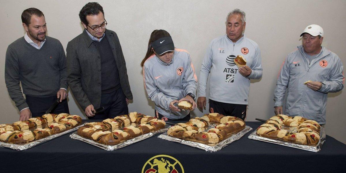 Herrera y Cuéllar parten la rosca de Reyes Magos en el 'Nido'