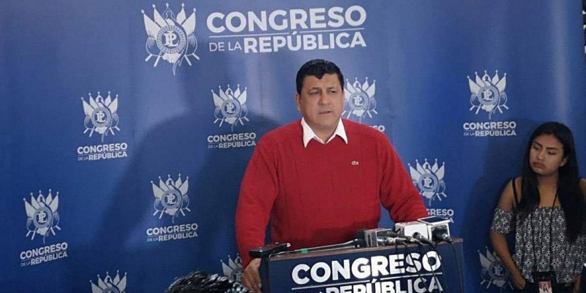 """Diputado Estuardo Galdámez llama a """"desobedecer órdenes ilegales"""""""