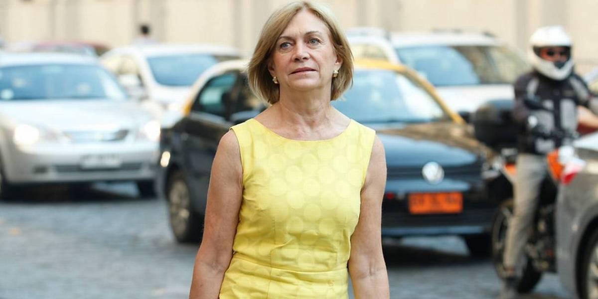 Evelyn Matthei multará a los scooters que anden por la vereda en Providencia
