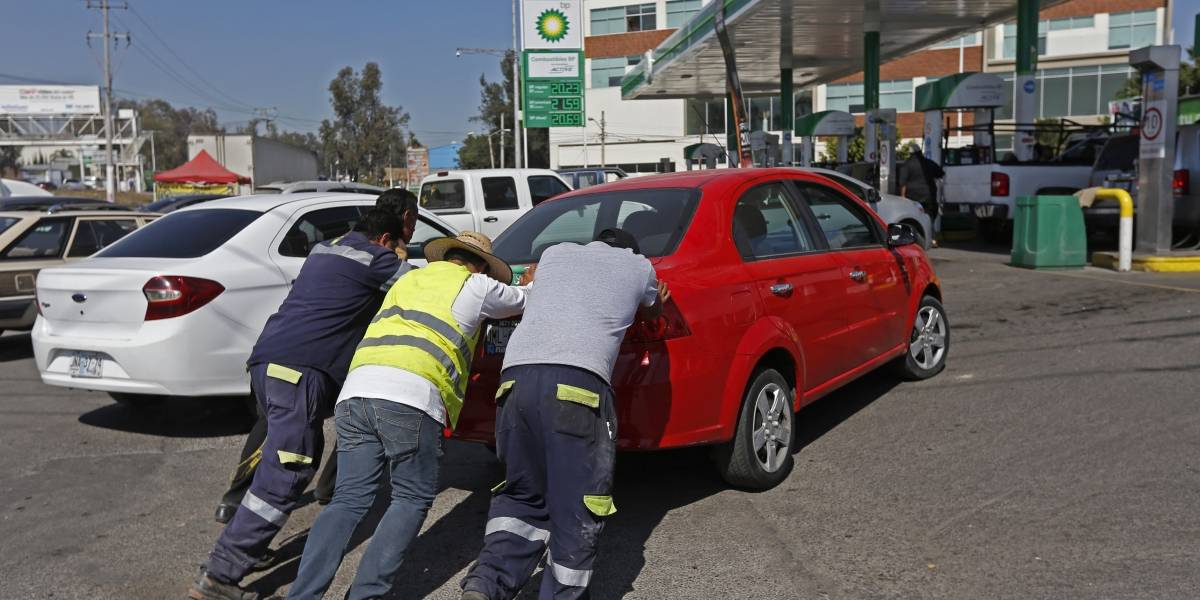 ¿Qué hacer si tu auto se queda sin gasolina?