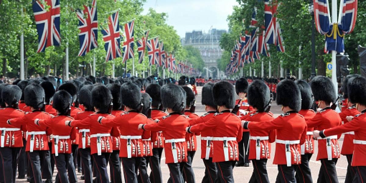"""Guardias del Palacio de Buckingham sorprenden a todos con notable homenaje a """"Bohemian Rapsody"""" y a Queen"""