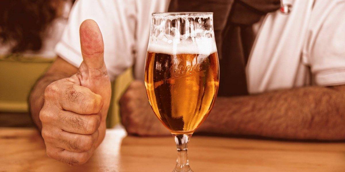 Happy hour: tomar cerveja depois do trabalho reduz estresse e combate envelhecimento, diz estudo