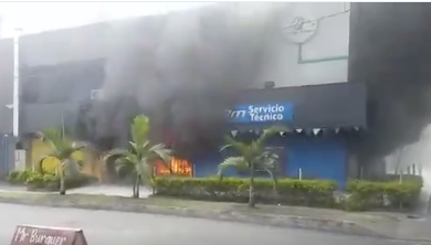 Grave emergencia en Medellín por incendio en almacén de motos