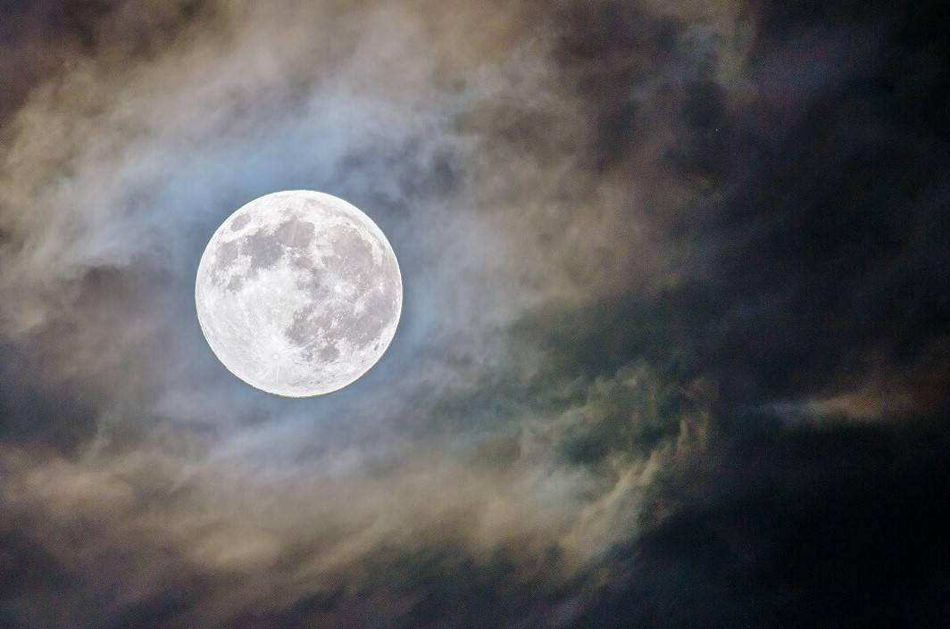 Estos días podrás ver la Luna llena durante el verano 2019