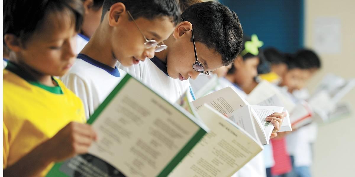 Ministro da Educação anula alterações em livros didáticos