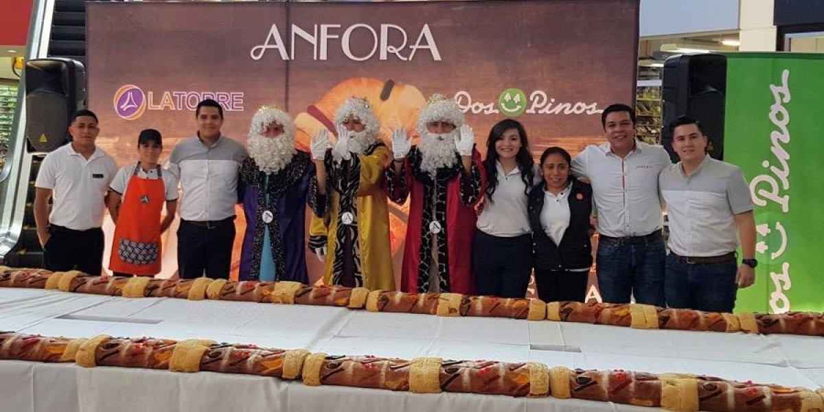 ¡Elaboran una Rosca de Reyes de 16 metros!