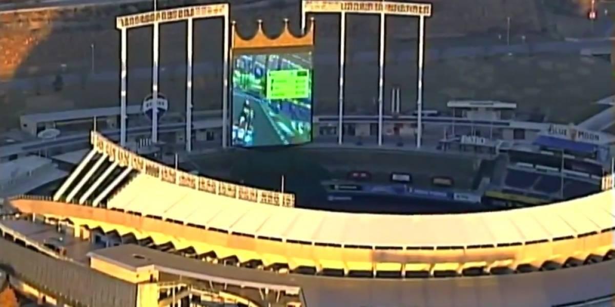 Pantalla de estadio de beisbol es usada para jugar Mario Kart