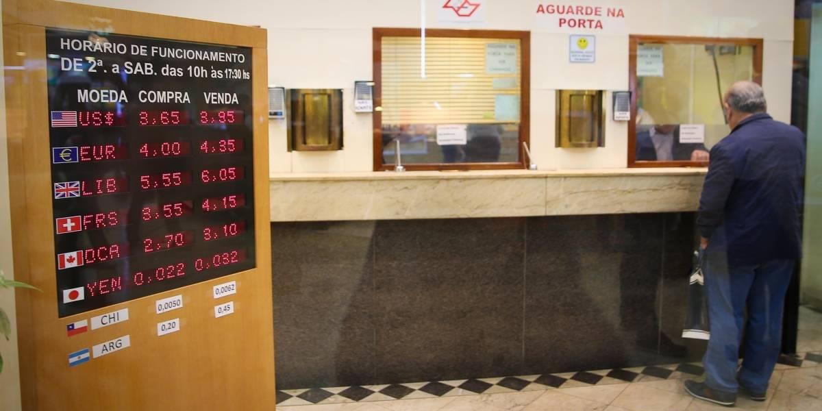 Dólar turismo recua e chega a R$ 3,85 nas casas de câmbio; Ibovespa renova recorde