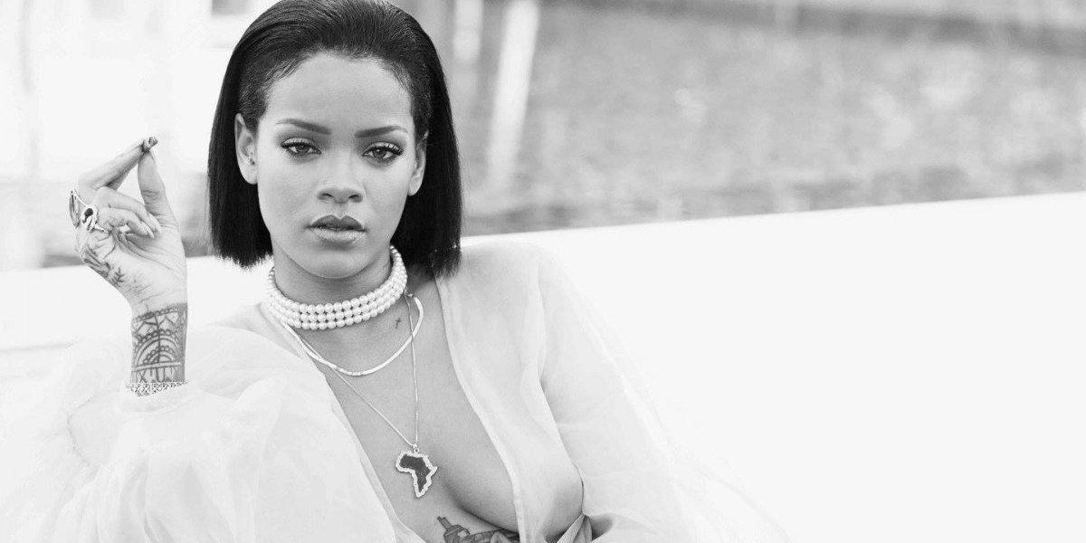 """Rihanna presume sus exuberantes curvas al presentar su lencería """"salvaje"""""""