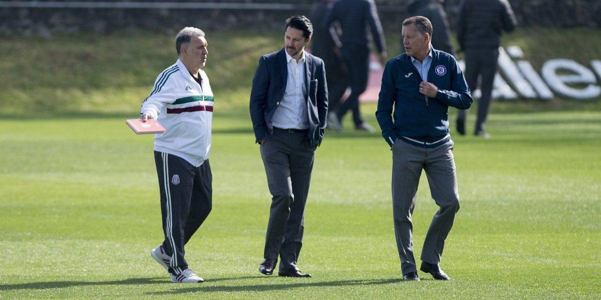 Tata Martino visita entrenamiento de Cruz Azul