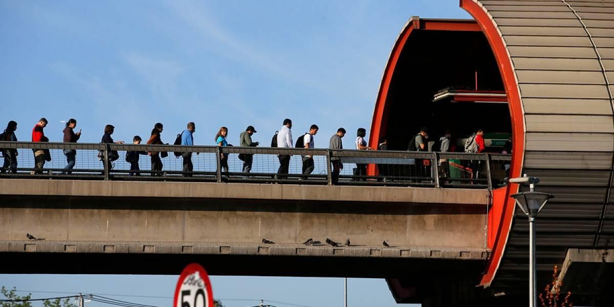 Tras poco más de una hora, Metro restablece servicio completo en Línea 5 luego de problemas que obligaron a evacuar a pasajeros en estación Pedrero