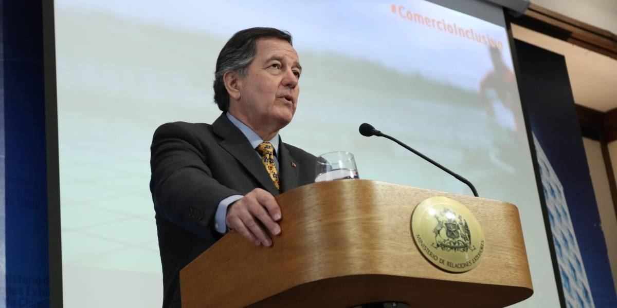 """Canciller Ampuero por dichos de Maduro contra Piñera: """"Al asno se le reconoce por su rebuzno"""""""