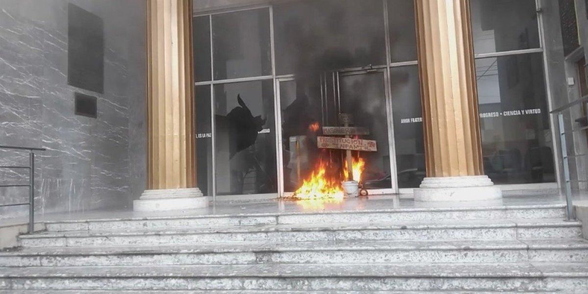 Hombre ataca edificio de la Gran Logia en Monterrey