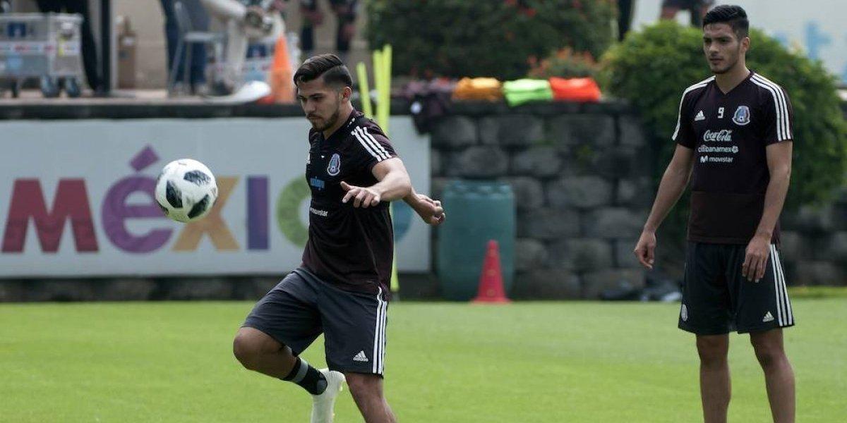 Raúl Jiménez recomienda a América dar oportunidad a Henry Martín sobre Nico Castillo