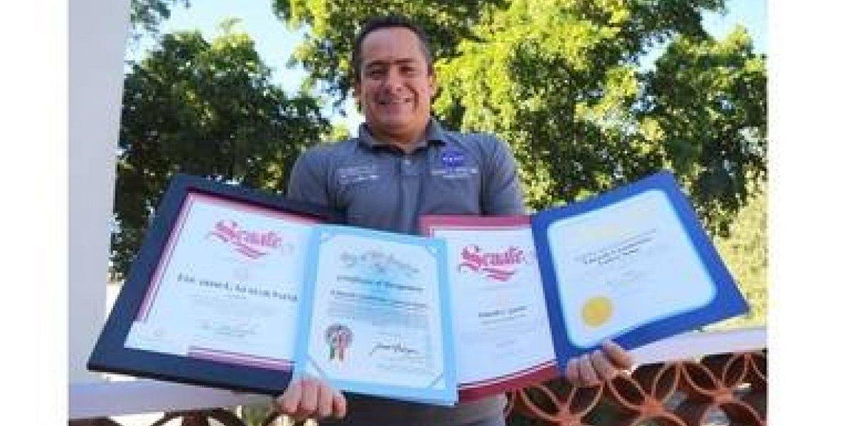 Mexicano recibe cuatro reconocimientos en EU por su trabajo aeroespacial