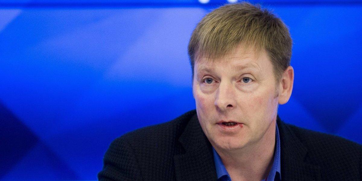 'Vaya a Wikipedia y vea lo que hice': ruso que se niega a regresar medalla