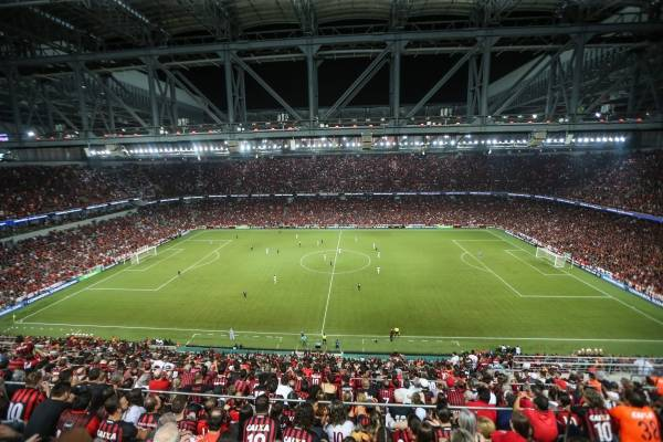Celebran los hinchas: Minsal está evaluando el retorno del público a los estadios