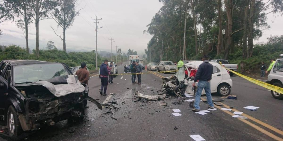 Una mujer de 47 años falleció y tres personas resultaron heridas por accidente de tránsito en Machachi